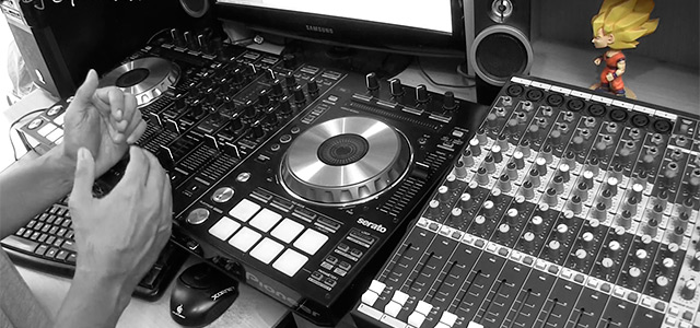 cabina dj con consola sonido front